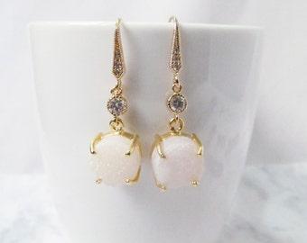 white druzy earrings, white drusy earrings, bridal druzy earrings, bridal earrings,weddings earrings, white and gold earrings