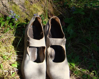 1920s Pale Gray Kidskin Pumps