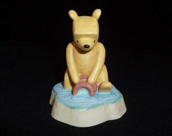 Collectable Lenox Winnie-The-Pooh Thimble // Pooh Floating On A Honey Pot // Disney