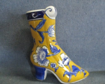 Wall Pocket Shoe Boot in Yellow Blue