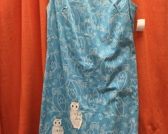 """Owl novelty print cotton dress from the 1960's in light blue & white, reasonable size 38"""" bust, 36"""" waist, 42"""" hip"""