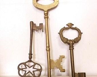 30% OFF Vintage Brass Key Trio
