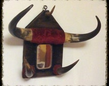 Mounted horns- Horned wall hanging with Mirror. Unusual cow horns, hat rack, coat hooks. Vintage taxidermy