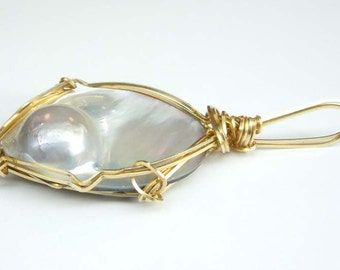 Vintage Blister Mother of Pearl Gold Tone Wire Wound Pendant