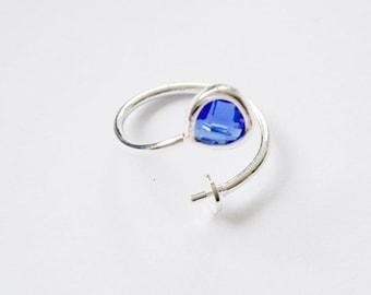 Support bague cabochon en verre facetté bleu