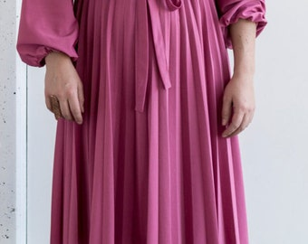 1960's Dusty Rose Pleated Day Dress | Size Large | Cute and Comfortable