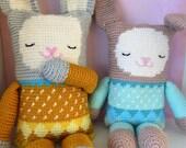 Crochet pattern stuffed toy rabbit (English US and Dutch)