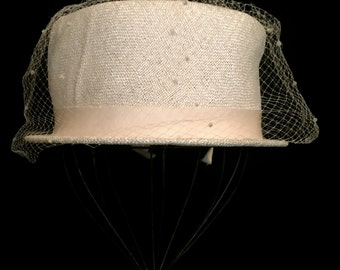 Vintage 60'S Off White Straw Hat with Veil          VG2399