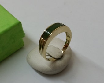 333 gold ring with jade 17.8 mm size 7.5 GR136