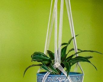 Handmade macramé plant hanger | 100% cotton cord | Made to order