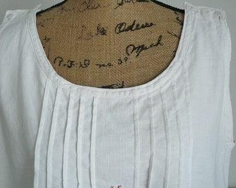 VINTAGE FRENCH NIGHTDRESS, Vintage Linen Chemise, Metis Dress, Metis Nightdress, Monogram T.N. 1920's.