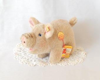 Steiff pig figurine, Jolanthe, 3810/17, made in Austria, collectible
