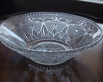 crystal clear Anchor Hocking bowl, glass , hobnail, oatmeal, sandwich, with scalloped rim and daisy in middle,circa 1940