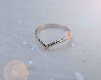 Patterned / Plain Wave Midi Ring Silver. Chevron Ring. Recycled Silver Ring. Upper finger Ring. Delicate Ring. Simple ring. Stacker Ring.