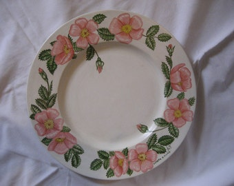 Hand painted ceramic plate: a wreath of pink flowers (x1)
