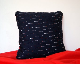Graphic cushion arrows dark blue. Square cushion cover for 40 x 40 cm pillow. geometric arrows pattern on the front / red on the back