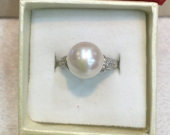 Lovely pearls ring