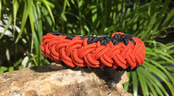 Nautical Paracord Bracelet, weaved with the 275 paracord, comes with the gunmetal center release buckle.