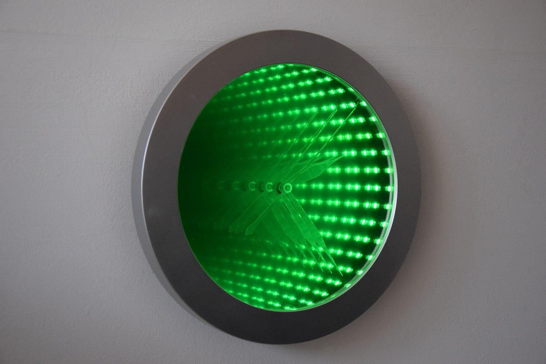Horloge miroir led infini par wytkadesign sur etsy for Miroir infini