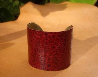 Cuff bracelet red    Claire-Agnes