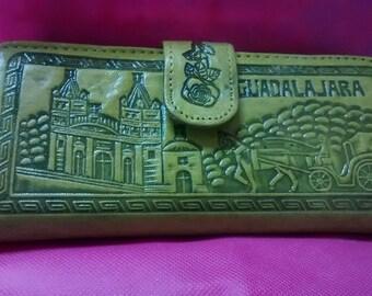 Portfolio leather decorated with prints of Jalisco