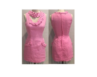 1960s Pink Linen Fitted Dress with Braid & Chain Detail