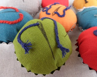 Pincushion, green pincushion, linen cupcake pincushion, linen pin cushion, tart tin pin cushion, needle holder, pins
