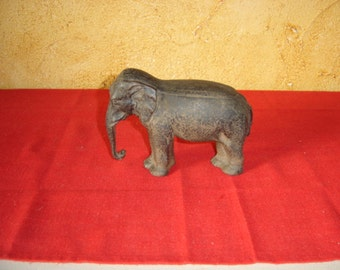 Presse papier éléphant en fonte. Elephant clipboard. Vintage. France
