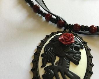 Skeleton Cameo Necklace Bracelet Set