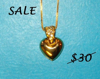 SALE - Vintage 1980s Gold and Rhinestone Heart Pendant Necklace - CLEARANCE