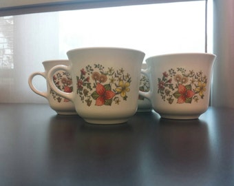 4 Vintage, Corelle by Corning Tea cups. Bake safe, ceramic. No microwave. Coffee cups. Delicate mugs. Warm hue. Classic design. GREAT SHAPE