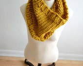 Hand-knit chunky cowl - Mustard