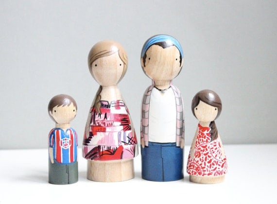 Custom Family of 4 / Wooden Dolls / Cake Toppers / Hand-Painted Wooden Peg Dolls / Family Portrait 5 Year Anniversary // Heirloom Wooden Toy