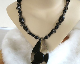 Vintage Ethnic Pendant Necklace in Mother of Pearl with Leopard Jasper Stones, Onyx & Black Glass Beads