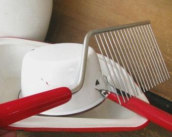 Vintage Red Bakelite Cake Breaker Cutter Comb Kitchen Utensil Tool Retro Farmhouse Decor Gift for Cook Chef