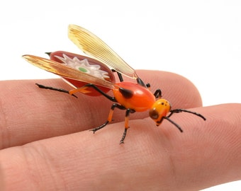 Fiery Murrini-Backed Wasp - lampworked lifelike glass wasp figurine made by Glass Artist Wesley Fleming
