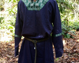 Tunic Men's Historical Medieval shirt, gryphon, blue linen, green/silver Winged lions. SCA Garb, LARP, game of thrones, LOTR, costume shirt