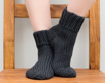 Hand Knit Wool Socks, Women's Size 6/7, Knitted Ankle Socks in Charcoal Gray (2002)