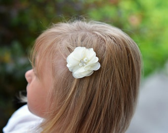 Ivory hair clips, 2 clips, chiffon flower clip, piggy tail hair clips, toddler hair clip, baby hair clip, baby shower gift, flower girl clip