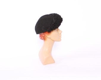 Vintage 40s Winter HAT / 1940s Black Wool & Persian Lamb Fur WWII Era New York Creation