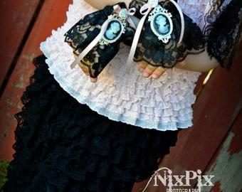 Toddler Black Lace Cuffs, Tea Party Wristlets,Girls Cuffs,Fingerless Gloves,Cameo Cuffs,Photo Phop,Formal Wedding,Flower Girl Lace Cuffs