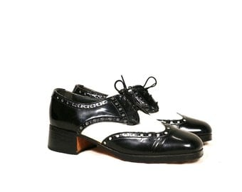 Vintage VTG VG 1980's 80's Bostonians Made in USA Black and White Lace Up Wing Tip Heeled Oxfords Patent Leather Women's Size 10 11