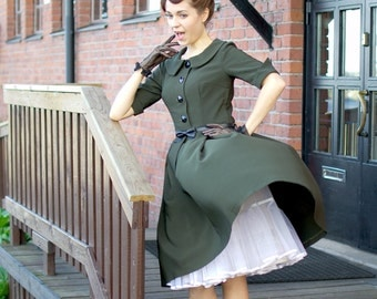 50s style dress in dark green with pleated skirt, collar and buttons, size US 6 / button down dress / shirtwaist dress