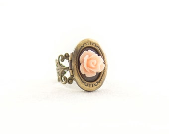 Poison Locket Ring - Gold Brass - Rose Cameo Oval