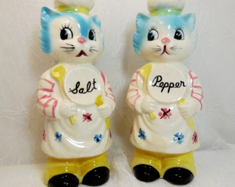 Vintage Chef Cats Salt and Pepper Shakers, Made In Japan, Anthropomorphic