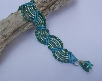 Micro macrame bracelet. Waves bracelet. Green sea glass bracelet.