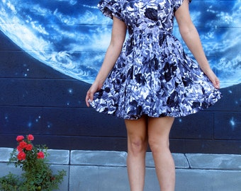 1950s detailed DRESS painting full circle floral pinup blue black roses midi fitted metal talon zipper vintage // size small / xs