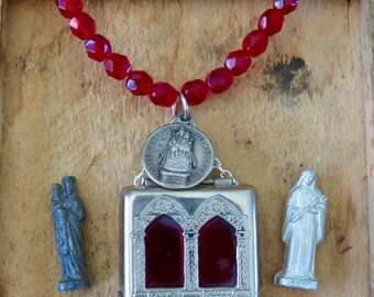 HEROS--------Early 1900's St Anne VIRGIN MARY Child St Therese Vintage Pocket Shrine Religious Ensemble Necklace