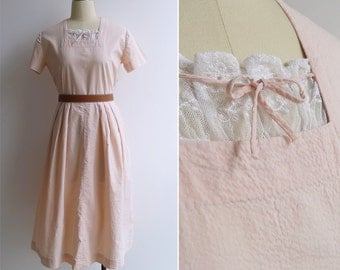 15% SALE (Code In Shop) - Vintage 40's 'Peaches & Cream' Cotton Seersucker Dress with Lace Trim M or L