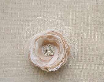 Bridal Flower Hair Clip Wedding Hairpiece Rustic Bridal Wedding Accessory Headpiece with Veil Vintage Inspired Bridal Flower Ivory Beige